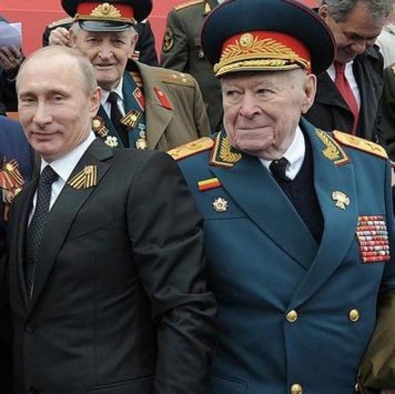 Великолепная семёрка или кто первыми нарушили присягу, предавая СССР?